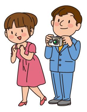 写真を撮る夫婦
