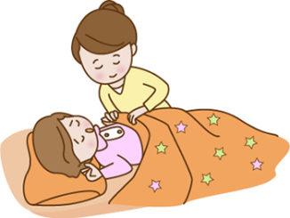 子供に布団をかける親